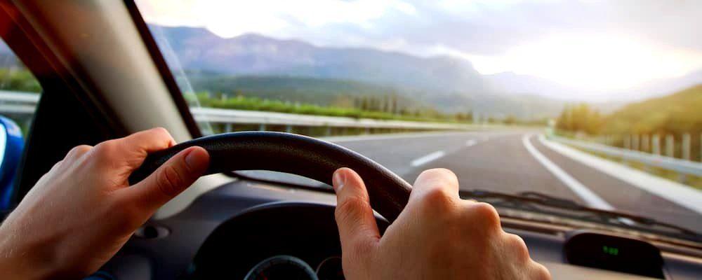 Volanul masinii: de ce se roteste greu atunci cand il folosesti?